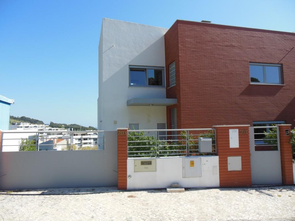 Belle maison neuve à Barcarena.